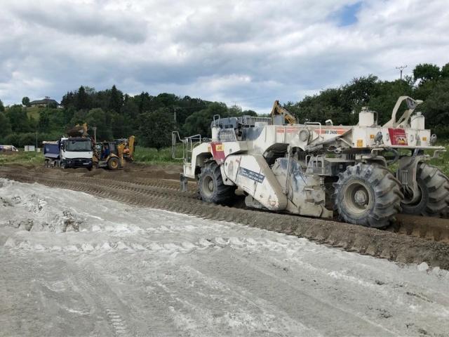 Výstavba cestnej komunikácie v I. a II. Etape a prístupovej cesty od Podbrezín