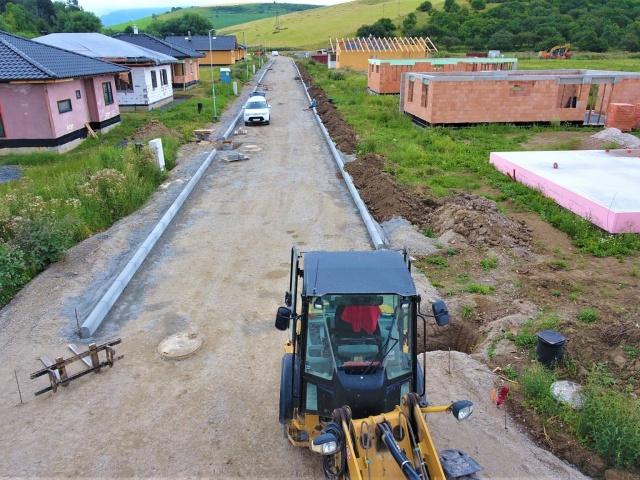 Cesta pripravená k finálnej betónovej povrchovej úprave