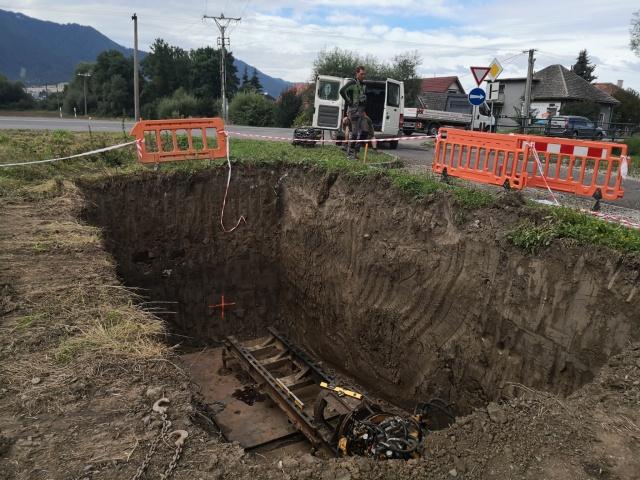 Pretlak hlavnej kanalizačnej vetvy popod cestu a železničnú trať